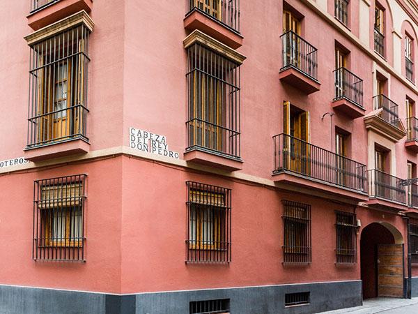 Pisos y locales en centro histórico de Sevilla